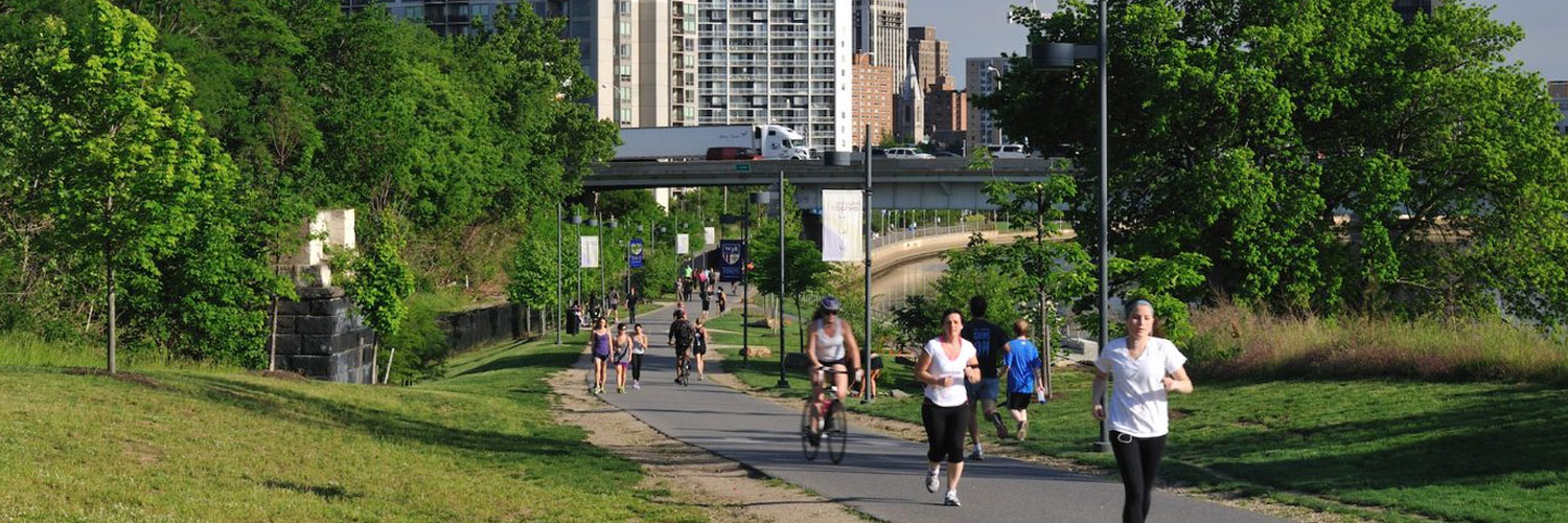 Runners enjoing the Schuylkill River Trail